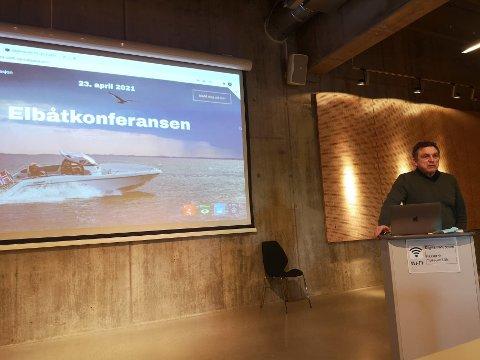 INTITIATIVTAKER: Daglig leder Morten Gjeruldsen i Vollen Marina AS fortalte i februar om den kommende Elbåtkonferansen.