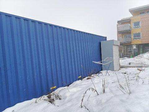 NY FRIST: Kommunen ba først om en redegjørelse fra tiltakshaver om planer for de to konteinere på Spikkestad innen 05.februar. Nå er fristen for å fjerne eller søke om tilatelse satt til 30.juni. Ifølge tiltakshaver vil de bli fjernet.