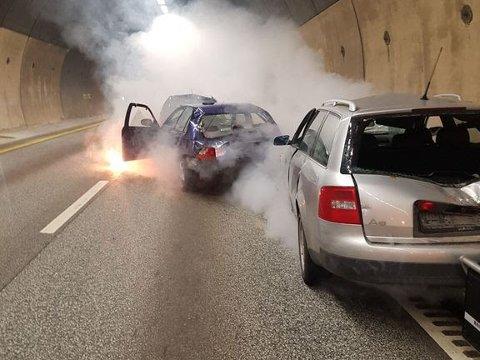 ØVELSE: Nødetatene skal øve på håndtering av brann i kjøretøy under beredskapsøvelsene i Oslofjordtunnelen i mars. Illustrasjonsfoto fra en tidligere øvelse.