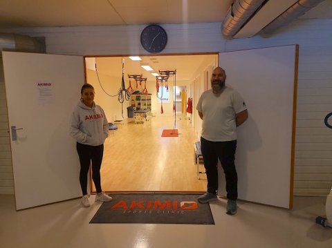 ÅPENT: Birgitte Ranheim Kveno og massør Kai Saksrud kunne i dag ønske meldemmene velkommen tilbake  til treningssenteret.