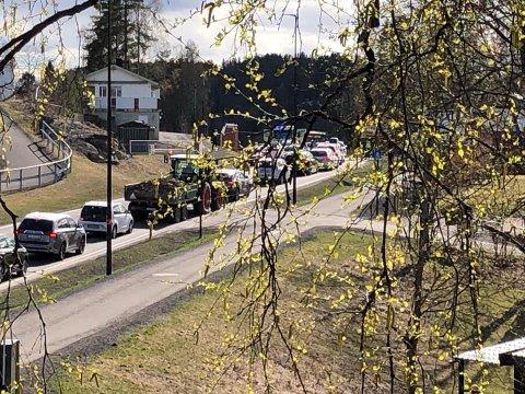 ULYKKE: To biler er blitt påkjørt bakfra i en ulykke på Røykenveien i Heggedal.