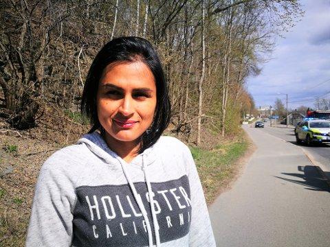 HJALP: Paula Angelina Andersen (34) var vitne til trafikkuhellet i Prestenga. Hun ble igjen for å hjelpe til, og dirigerte trafikken til politiet kom.