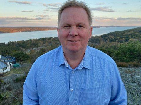 HYTTEIDYLL: I 30 år har Bjarne Blikkeng hatt hytteidyllen på Husebykollen. Det vil han gjerne fortsette med.