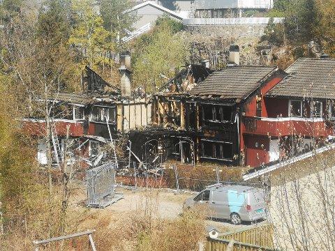 BRANN: Selv om brannvesenet kom raskt til stedet ble flere av leilighetene totalskadet i brannen på Morberg fredag kveld. Ingen mennesker eller dyr fikk alvorlig skade.