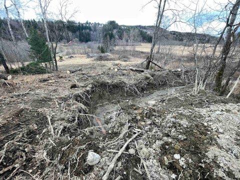 GRAVD UT: Vannets herjinger var tydelige i terrenget.