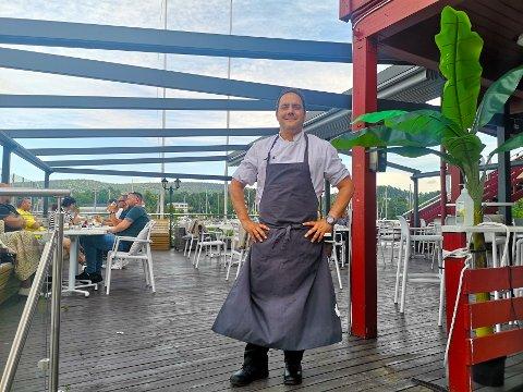 FORNØYD: Hector Guardia kan se tilbake på en vellykket sommer i Sætre. Nå satser han på utvikling av flere konsepter i forbindelse med restauranten..