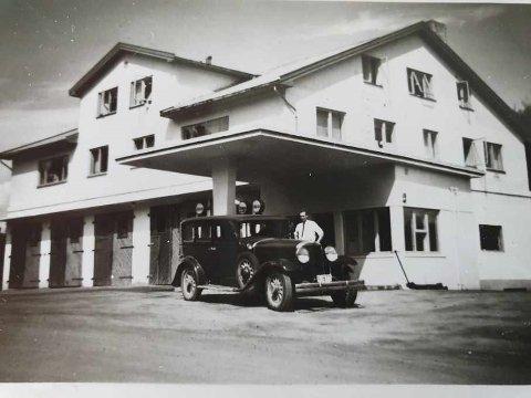 1950: Slik så det ut ved besinstasjonen i Sætre for over 70 år siden.