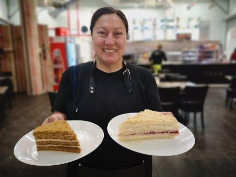 NY SMAK:  Honningkake og russisk napoleonskake er blant spesialitetene i den nye utgaven av spisestedet i Røyken Senter.