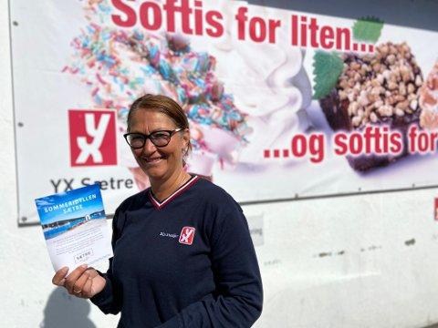 TURISTSKATT: Leder i Sætre sentrumsforening, Heidi Meissner (53) forklarer at organisasjonen er i god gang med markedsføringen.