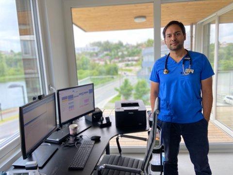 GLEDER SEG: Sanju Singh er den nye fastlegen ved Heggedal legesenter. Han gleder seg til å bli bedre kjent med både kolleger og pasienter.