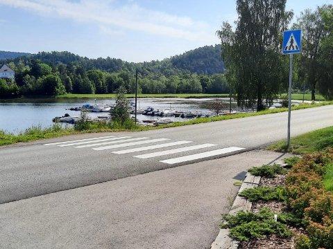 FLAKS: Styreleder i sameiet Sjøutsikten Panorama Bs, Sissel Vold forklarer at det bare er flaks at det ikke har skjedd en alvorlig ulykke her.