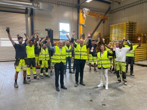 FORNØYD: De ansatte i Doka jubler for EØS-avtalen.