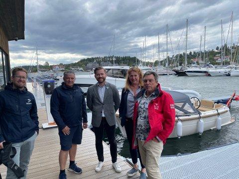 EL: Venstres Sveinung Rotevatn (i midten) vil fjerne momsen på elbåter og forby septikutslipp fra båter i Oslofjorden..