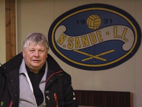 Forklarer: Karl Einar Haslestad, leder Nordre Sande bandy, forklarer vedrørende garderobeanlegg på KOnnerud. Arkivfoto