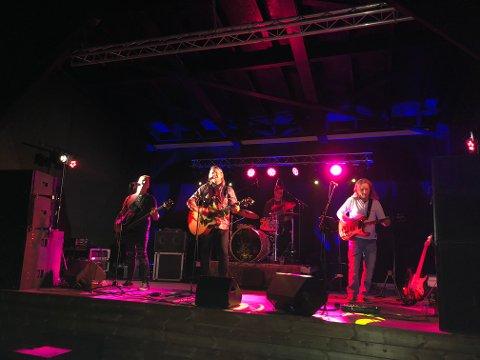 SISTE KVELDEN: Tommy Elstad-Løken med band spilte på scenen på Seilet.
