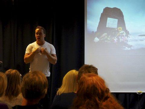 STERK HISTORIE: Simen Almås fortalte sin sterke historie på biblioteket i Sande. ALLE FOTO: SVEIN-IVAR PEDERSEN