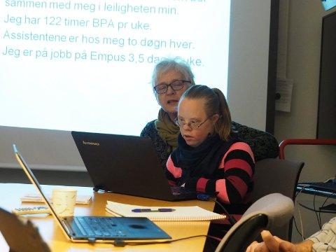 Erfaringer: Kari Melby og datteren Tine hadde begge innlegg på møtet hvor de delte sine erfaringer med BPA-ordningen som Sande kommune har for sine brukere.