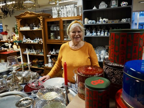 Aud Gunnestad har sin frivillige arbeidsdag i bruktbutikken.