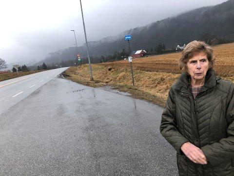 LITE IGJEN: Da Randi Gaathaug (94) vokste opp på Holm, hadde stedet både togstopp, kjøpmann og posthus. I dag er det ikke engang busstilbud her, for andre enn skoleelever.