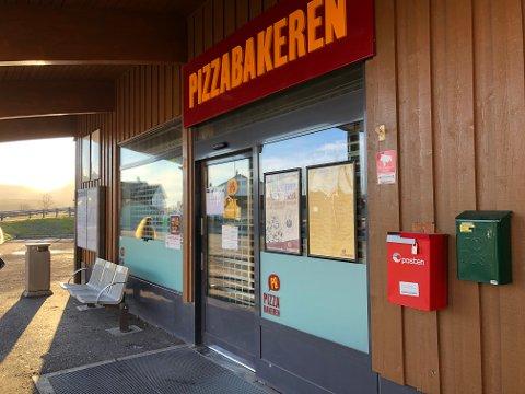 KROKEN PÅ DØRA: Etter å ha slitt med underskudd og tapt egenkapital, førte et ubetalt skattekrav til at Pizzabakeren i Sande nå er slått konkurs.