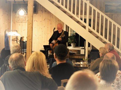 GOD STEMNING:   Frode Alnæs fikk raskt opp stemningen med sin konsert.