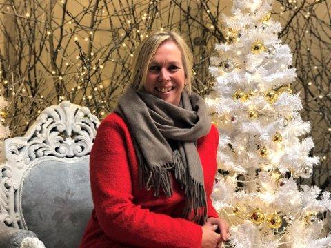 SPESIELL JUL: Ordfører Elin Gran Weggesrud oppfordrer innbyggerne til å ta årets julehandel tidlig – og lokalt.