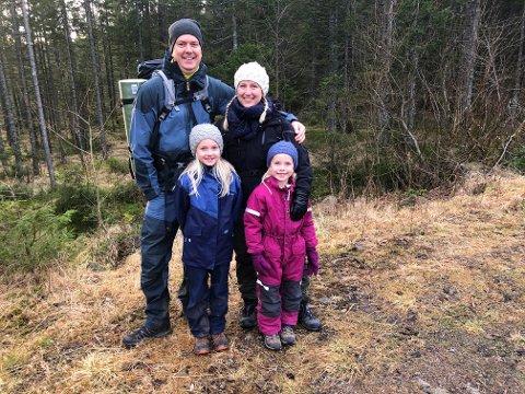 PÅ TUR:  Familien Dag Erik og Linn Lund med barna Thea (6) og Hanne (8) skal en tur til Montebello.