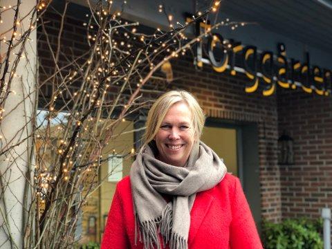 IKKE FULL FEST: Ordfører Elin Gran Weggesrud er opptatt av at de nye retningslinjene ikke må bety full fest ved serveringsstedene som nå igjen kan tilby alkoholservering.
