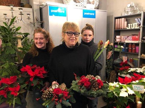 FÅTT STØTTE: Sande Blomster og Gaver, her representert ved Karoline Stiansen (fra venstre), daglig leder Solveig Karin Andersen og Veronica Johansen, er blant de lokale virksomhetene som har fått korona-kompensasjon. (Arkivfoto)