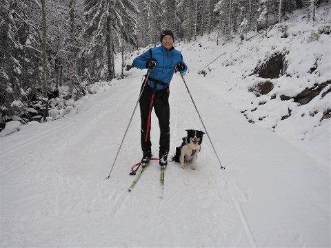 SKIFØRE:  Fredrik Askjem fra Åskollen og hunden Cindy smiler begge over gode løypeforhold på Vestskauen.