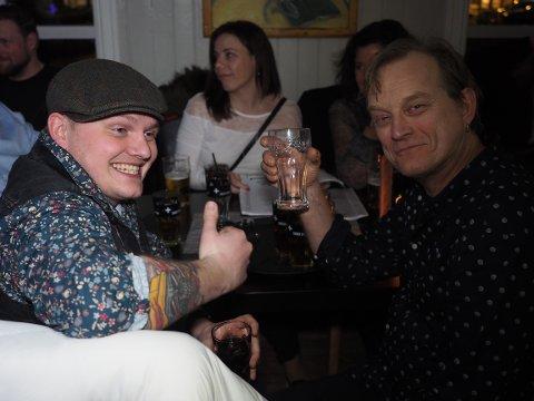 VETERANER: Doffen Normann til venstre og Hans Petter Mikaelsen har begge deltatt i Karaoke-NM.