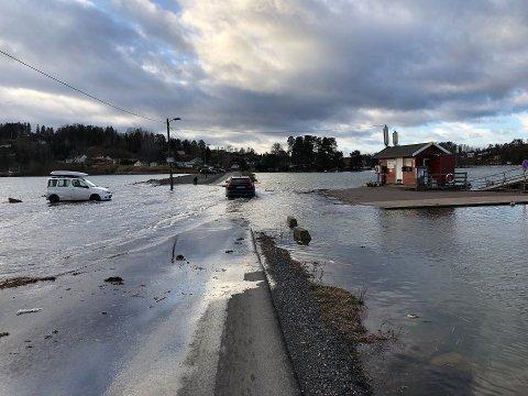 FLO: Meteorologene varsler nok en gang om høy vannstand. Dette bildet ble tatt mandag.