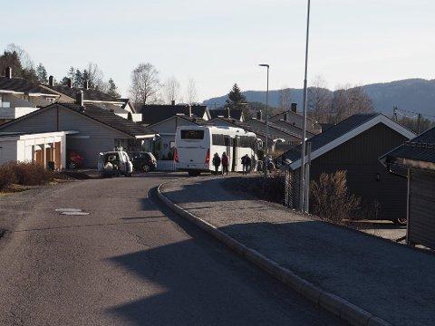 BEKYMRINGER: Beboere i Skafjellåsen mener veiene ikke tåler all busstrafikken etter nyttår, og forteller om farlige situasjoner.