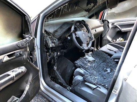 SLUKKET: Bilbrannen ble slukket av folk på stedet før brannvesenet rakk å komme fram.