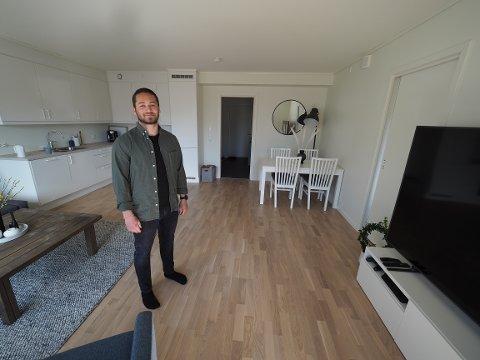 STORTRIVES: Christopher Sand (24) forteller at han og samboeren er veldig fornøyde med valget av leilighet.