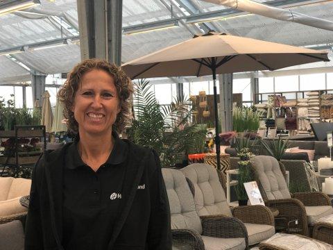 EVENTYRLIG VEKST: Marianne Wike Burud kan ikke annet enn å smile over de gode tallene til hagesenteret etter en tøff periode.