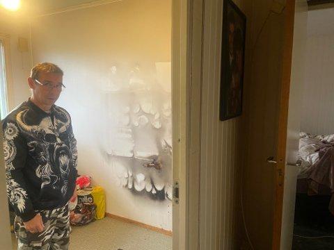 Dag Arvid Kortsen var på vei mot soverommet (til høyre i bildet) da han oppdaget at det brant på kontoret i huset deres.