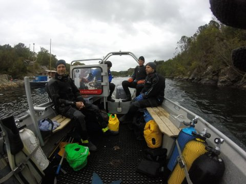 I AKSJON: Sande Dykkerklubb under en ekskursjon. Båtfører venstre bak er Thomas Kulberg, høyre bak er Jan Petter Kvisle, venstre foran er Thomas Kjersem, høyre foran er Bjørn Oddvar Nilssen.