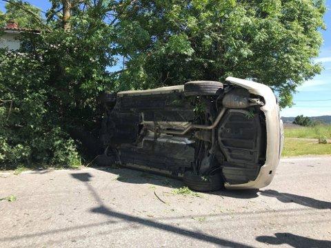 PÅ SIDEN: Kjøreturen tok en brå slutt for den rusede biltyven uten førerkort.
