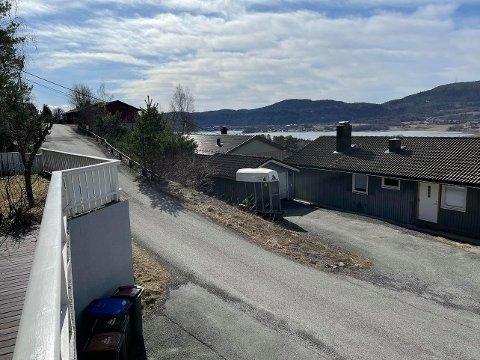 VÅRLIG: Åtte grader og solskinn over Skafjellåsen midt på dagen torsdag.