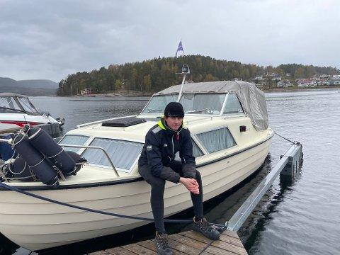 HÅPER FOLK BLIR MED I ÅR OGSÅ: Halvard Buvik Skedsmo  leder an båtkortesjen.