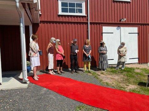 Gruppe Y. Fra venstre, Vanja Madsen, Monica Lindh, Maria Benestad, Mona Selvaag, Lill-Ann Prøis og Lise Marstad. Ikke tilstede, Åshild Løkke og Einar Engebretsen. John Lindvåg presenterer deltakerne.