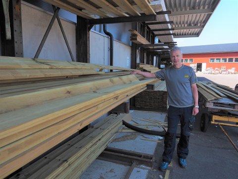 IMPREGNERT:  Vi har fortsatt impregnert materiale på lager, sier Ivar Teien.