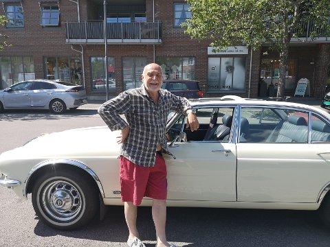 På handletur: Wilfred Liljeroos handler alltid i Sande, til tross for at han bor i Skoger. Ofte tar han turen i sin sjeldne veteranbil.