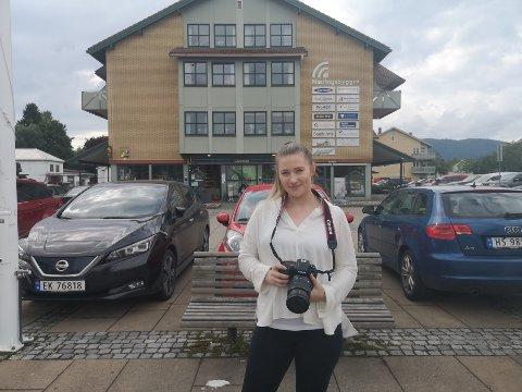 Josefine Marstad skal levere bachelor-oppgaven på torsdag. Etter det har hun planer om å flytte tilbake til hjembygda.