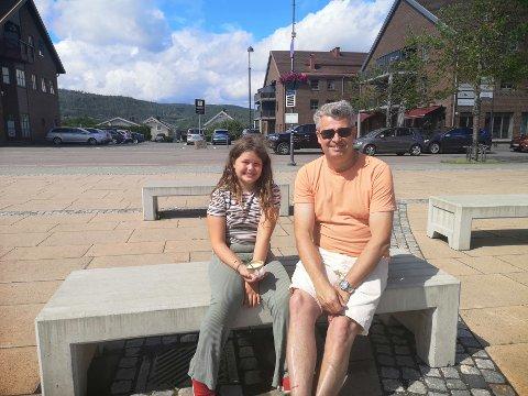 Astri og Knut Anders Berg skal besøke mormor i Nord-Norge denne sommeren. – Det er tradisjonen tro, sier Knut Anders.