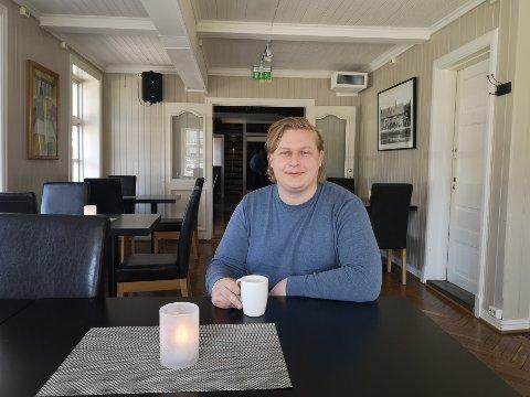 Sigurd Kvalsvik skriver for tiden masteren sin i historie, som handler om arbeiderbevegelsen på 1920-tallet.
