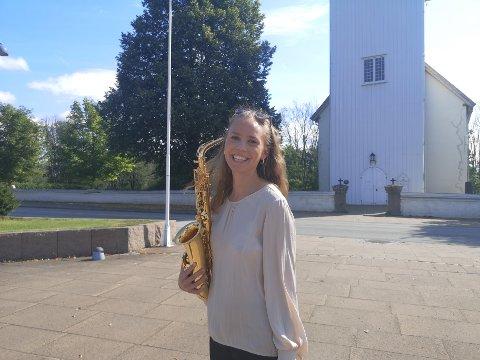 Aina Davidsen spiller i Sande Kirke den 5. september.