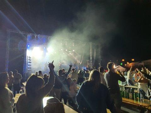 MYE LIV: Første dag av Bryggefestivalen var en suksess, og det var fullt av liv på festivalen utover kvelden.