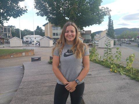Lena Sjøl (24) jobber til daglig som barneskolelærer i Asker. Men etter endt arbeidsdag går det med 15 timer til trening i uka.